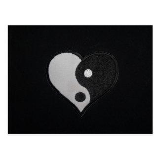 Cartão Postal Ying Yang (produtos do coração de B&W)