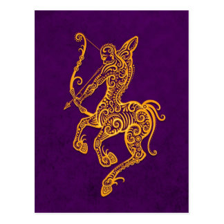 Cartão Postal Zodíaco amarelo intrincado do Sagitário no roxo