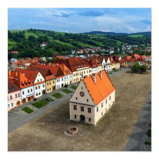 Cartão Praça da cidade velha em Bardejov em o dia,