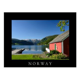 Cartão preto norueguês do fiorde e do boathouse