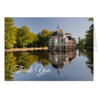 Cartão Propriedade chique refletida no obrigado da lagoa