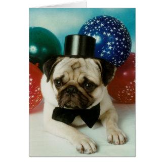 Cartão Pug do aniversário do chapéu alto
