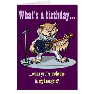 Cartão Que é um aniversário? Desenhos animados da coruja