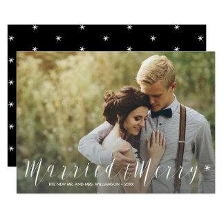 Cartão Recem casados moderno e foto estrelado alegre do
