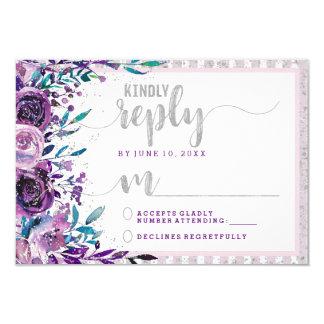 Cartão Resposta roxa RSVP do casamento floral & de prata