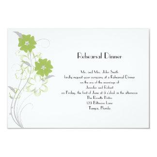 Cartão Romance de brotamento no jantar de ensaio da verde