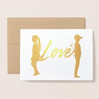 Cartão romântico da folha do amor do casal