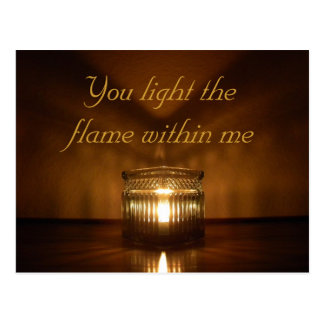 Cartão romântico do fulgor da vela do dia dos