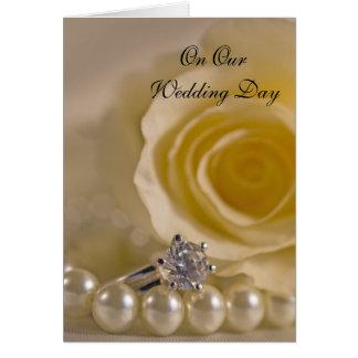 Cartão Rosa branco, anel e pérolas nosso dia do casamento