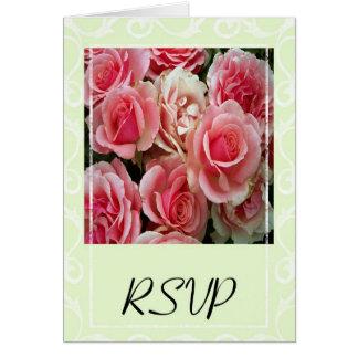Cartão Rosas cor-de-rosa de RSVP no verde do primavera