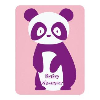 Cartão roxo do convite do chá de fraldas da panda
