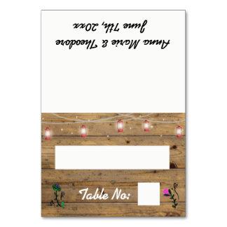 Cartão rústico da mesa da recepção das luzes da