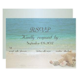 Cartão Seashells RSVP do casamento de praia