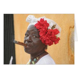 Cartão Senhora do charuto de Cuba