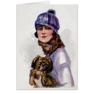 Cartão Senhora do vintage no roxo com seu cão,