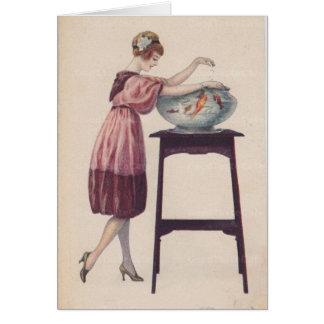Cartão Senhora Feeding Peixe dourado,