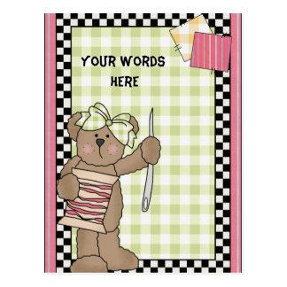 Cartão Sewing do urso