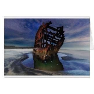 Cartão Shipwreck de Peter Iredale sob o céu nocturno