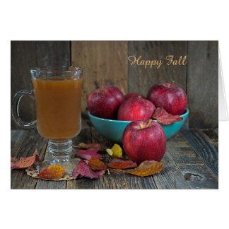 Cartão sidra de maçã quente e maçãs vermelhas