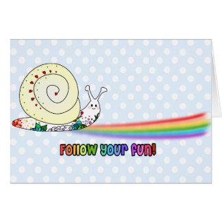Cartão Siga seu arco-íris bonito do caracol do