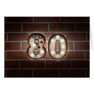 Cartão sinal da luz do aniversário-famoso do 80 no tijolo