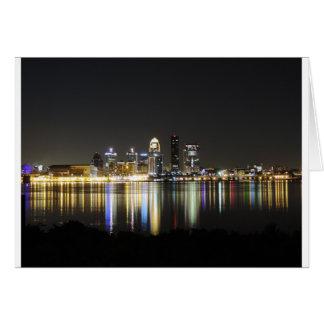 Cartão Skyline de Louisville na noite