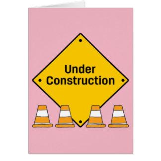 Cartão Sob a construção com texto feito sob encomenda