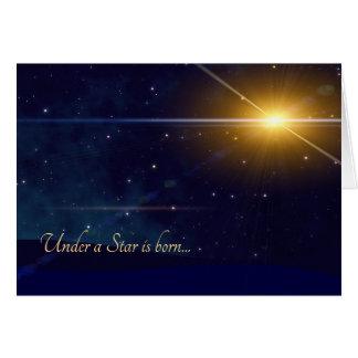 Cartão Sob uma estrela é a noite nascida da obscuridade