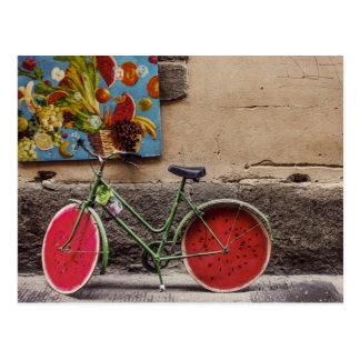 Cartão surpreendente da bicicleta