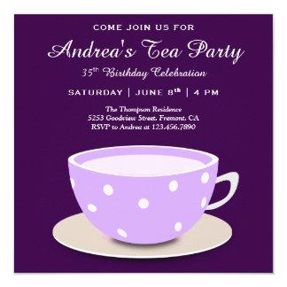 Cartão Tea party roxo bonito bonito do aniversário do