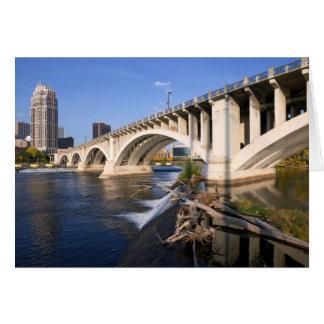 Cartão Terceira ponte da avenida em Minneapolis