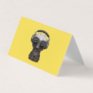 Cartão Texugo de mel bonito DJ do bebê que veste fones de