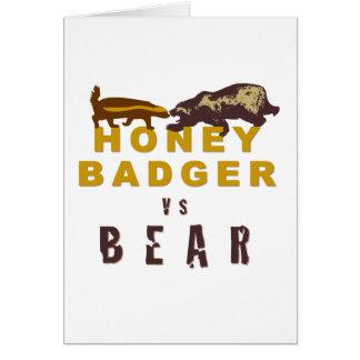 Cartão Texugo de mel contra o urso