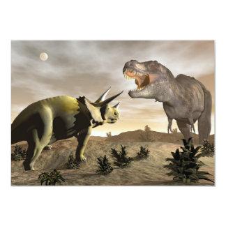Cartão Tiranossauro que ruje no triceratops - 3D rendem