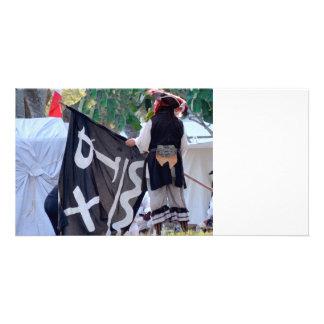 Cartão tomada abaixo da imagem do poster da bandeira de