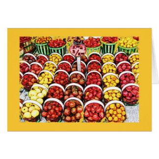 Cartão Tomates da herança no mercado da garra de Jean,