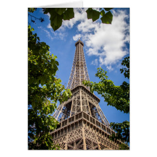 Cartão Torre Eiffel entre as árvores