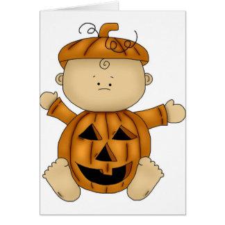 Cartão Traje do Dia das Bruxas da abóbora no bebê