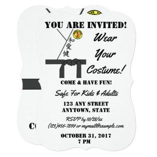 Cartão Traje personalizado do karaté do partido do Dia