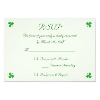 Cartão Trevo verde irlandês feito sob encomenda do trevo