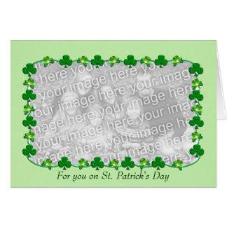 Cartão Trevos do dia de pouco St Patrick (inserção da