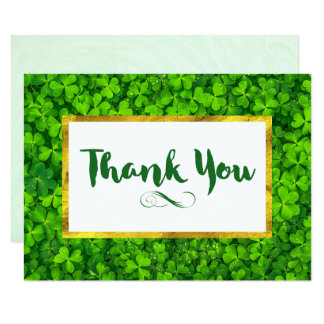 Cartão Trevos verdes com o obrigado do quadro da folha de