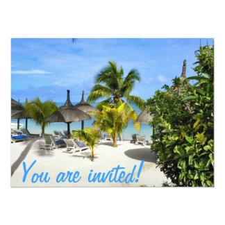 Cartão tropical exótico do convite da praia