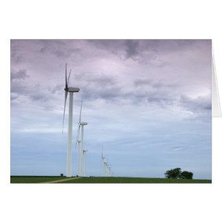Cartão Turbinas eólicas em direção ao céu