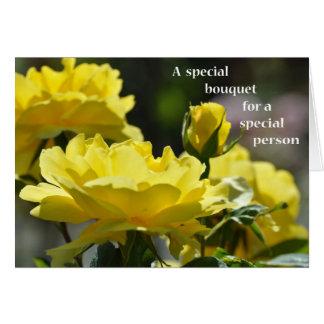 Cartão Um buquê especial para um rosa Pessoa-Amarelo