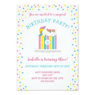 Cartão Unicórnio mágico do bebê no bolo de aniversário