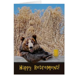 Cartão Urso da aposentadoria com cerveja