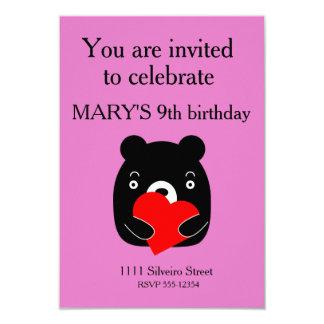 Cartão Urso preto que guardara um coração