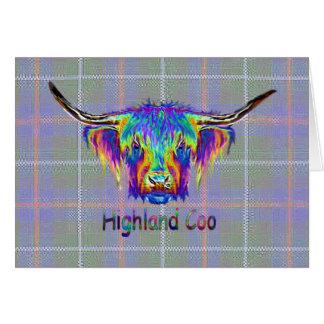 Cartão Vaca das montanhas do arco-íris em um fundo do