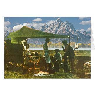 Cartão Vagão de mandril nas montanhas